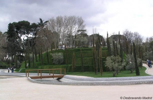 bosque recuerdo, parque do retiro