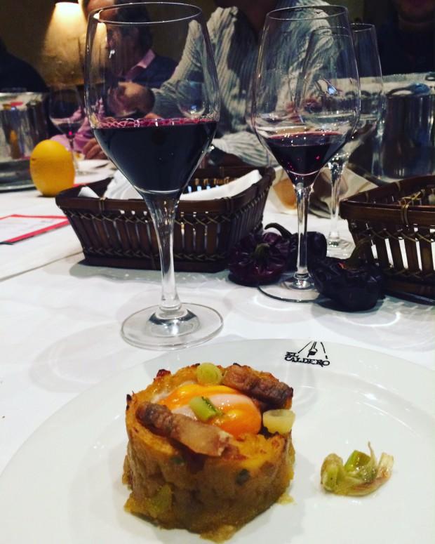 """gastronomia de Múrcia - Revolconas de autor y chato murciano"""" com vinho Valtosca da bodega Casa Castillo"""