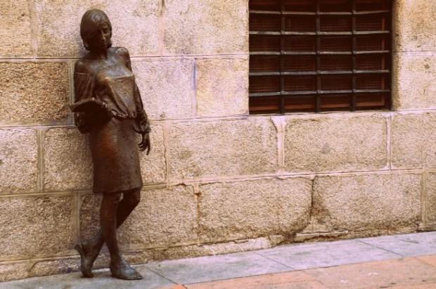 julia-estatua-calle-pez-madrid