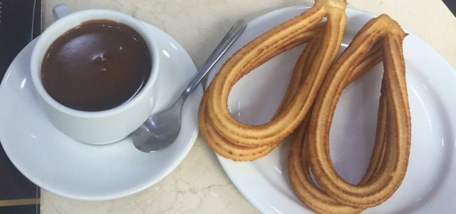 churros con chocolate em Madrid