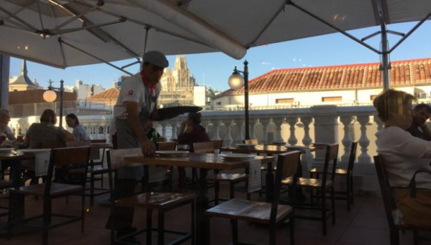 Vista lateral da taberna Puertalsol em Madrid