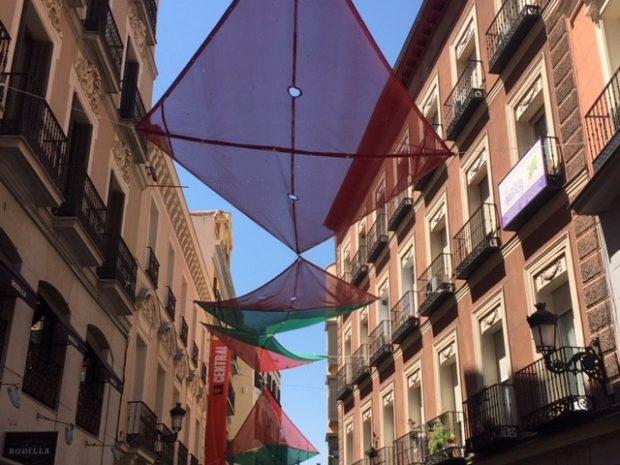 madrid é uma cidade amigavel por suas sombras no verão