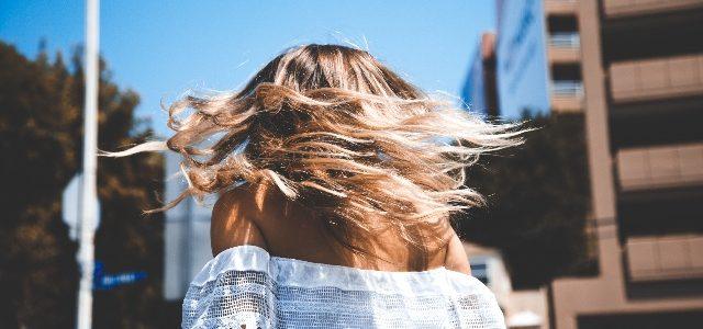 como cuidar dos cabelos verao europa